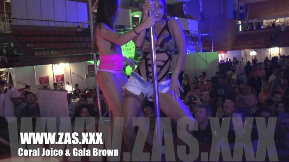 Show porno gratis de Coral Joice y Gala Brown